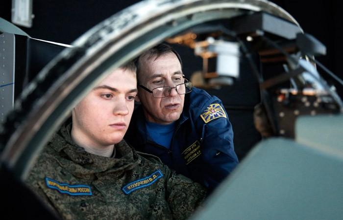 Минтранс предложил вместо армии направлять выпускников летных училищ в авиакомпании