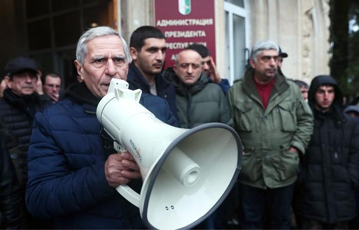 Президент Абхазии и оппозиция начали переговоры