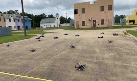 Военные испытали группу из множества разноклассовых роботов
