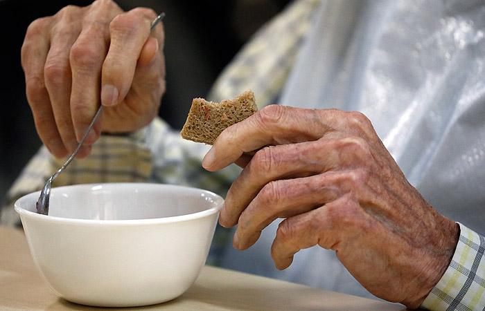 Девять постояльцев дома престарелых в Подмосковье попали в больницы с отравлением