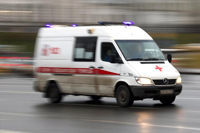 Два пассажира рейса из Шанхая попали в больницу Петербурга с подозрением на ОРВИ