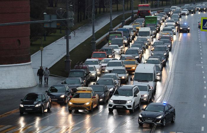 Ликсутов сообщил о сокращении на треть числа поездок на личных автомобилях в Москве