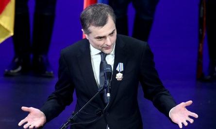 Чеснаков сообщил, что решение Суркова уйти с госслужбы не изменится