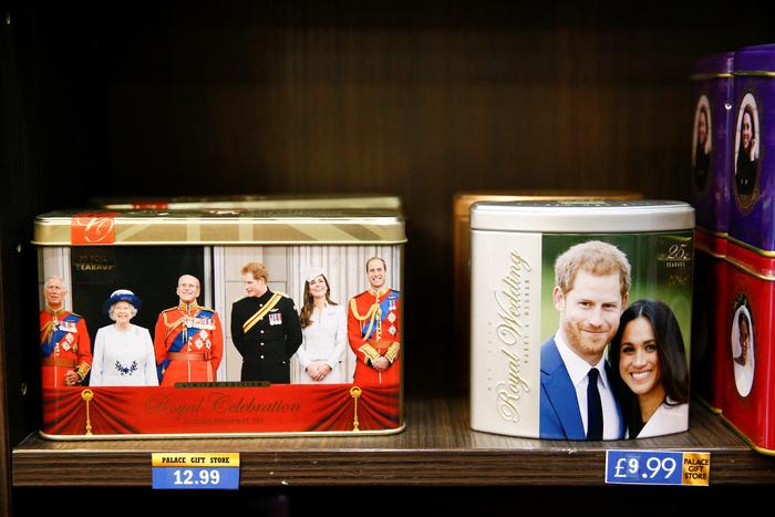 Принц Гарри расстроен тем, что его и супругу лишили королевских титулов