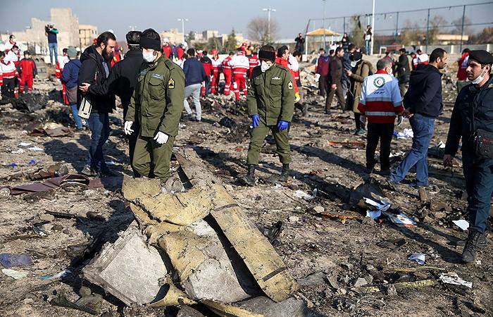 В Киеве сообщили, что два пассажира не сели на упавший в Иране самолет