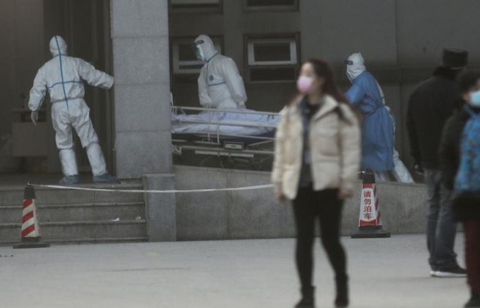 Число жертв от китайского вируса растет