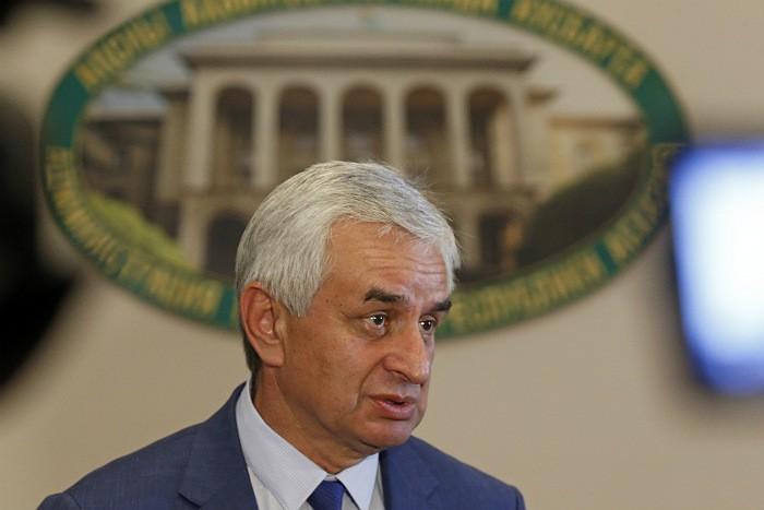 Рауль Хаджимба покинул пост президента Абхазии