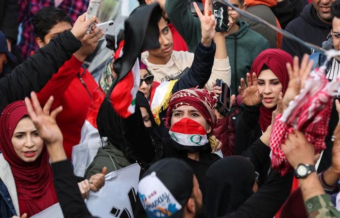 Тысячи иракцев вышли на акции протеста с антиамериканскими лозунгами