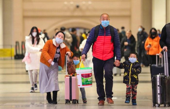 """Число заболевших """"уханьской"""" пневмонией превысило в Китае 570 человек"""
