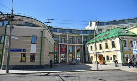 Вход в «Дом русского зарубежья имени Александра Солженицына» реконструируют