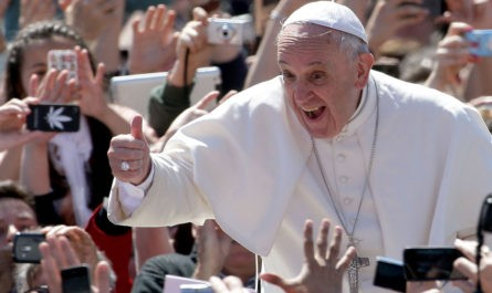 Папа Римский назвал скотч «настоящей святой водой»