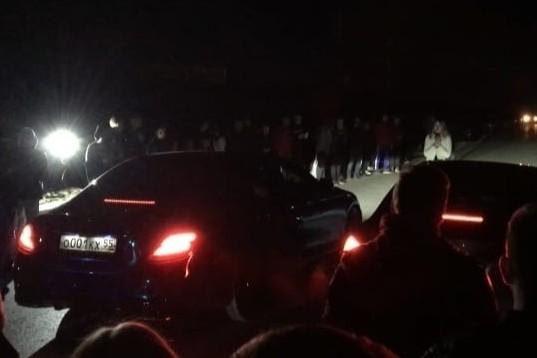 Самоизоляция по-омски: Стритрейсер въехал в толпу зрителей