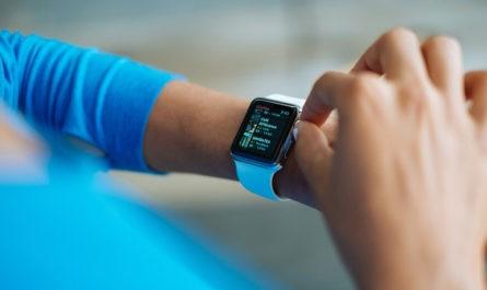 В России резко выросли продажи смарт-часов и фитнес-трекеров