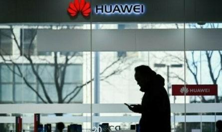 После обновления EMUI на старых смартфонах Huawei и Honor появился фирменный голосовой помощник компании