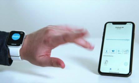 Умный браслет для Apple Watch позволяет управлять часами без касаний