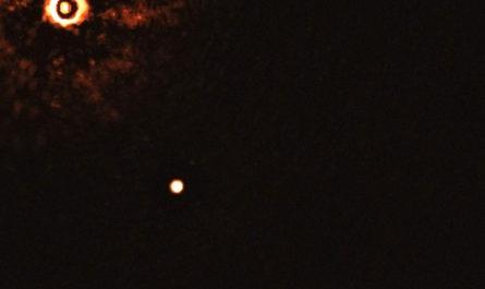 Астрономы впервые сняли другое Солнце и две экзопланеты на его орбите
