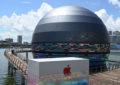 Огромный светящийся шар на воде — первый плавучий Apple Store в мире