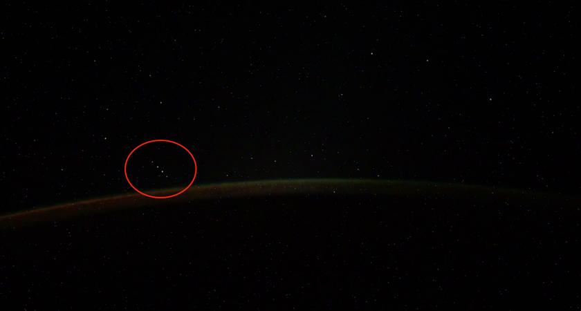 Космонавт заметил в небе Южного полушария группу из пяти неизвестных объектов