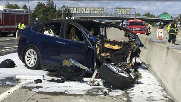 Мужчина заживо сгорел в автомобиле Tesla