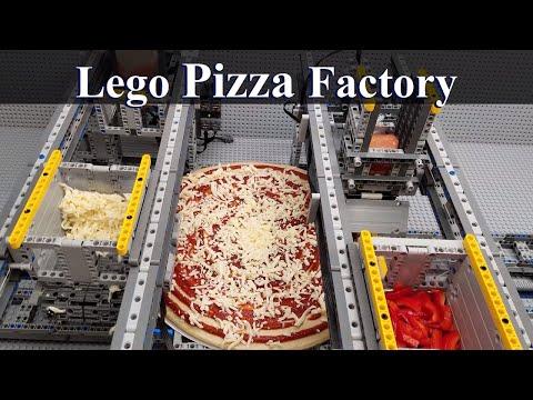 Блогер создал из LEGO машину для приготовления пиццы [ВИДЕО]