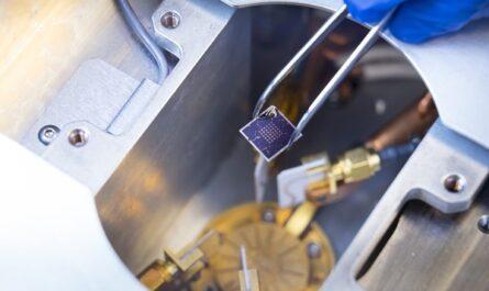 Американские учёные создали транзистор со встроенной памятью FeRAM