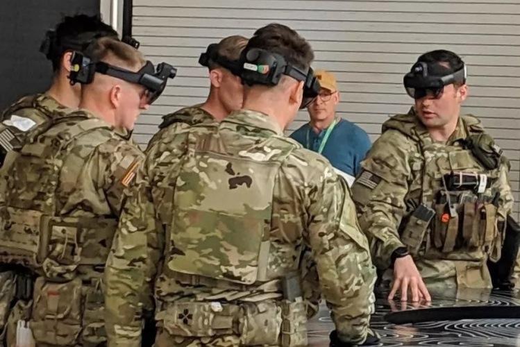Американские военные тестируют гарнитуру HoloLens для использования в полевых условиях