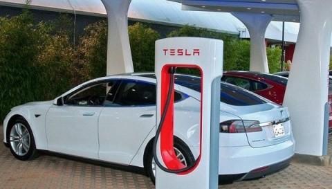 Аналитики рассказали, когда упадут цены на электромобили