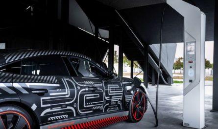 Audi показала предсерийный прототип мощного E-Tron GT