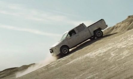 Ford показала суровые испытания нового гибридного пикапа [ВИДЕО]