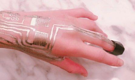 Носимые датчики теперь можно печатать прямо на коже человека