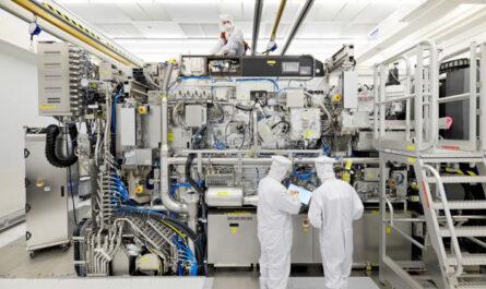 Производитель сканеров для выпуска чипов компания ASML ожидает резкого снижения выручки в первом квартале