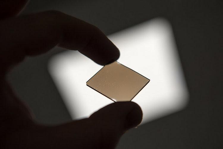 Российские учёные придумали, как делать металлические стёкла для гаджетов