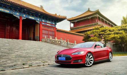 Сделано в Китае #245: отказ от бензиновых авто, телефонный номер за $600 тысяч и развёртывание 5G