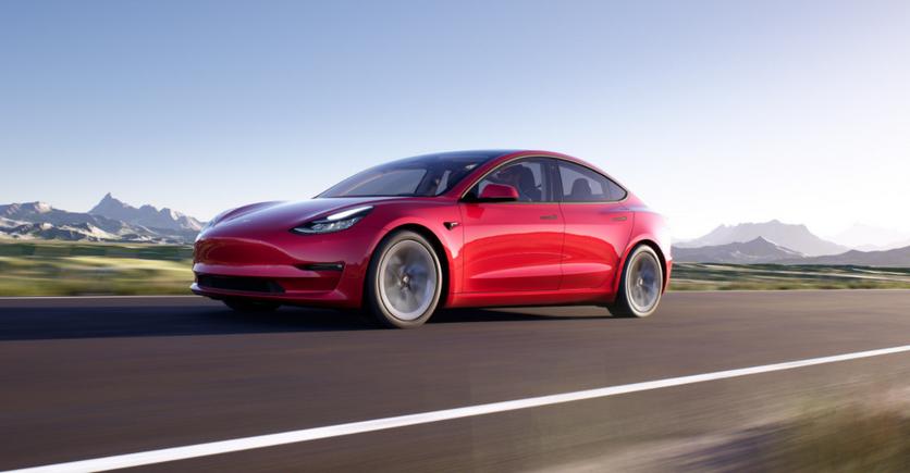 Tesla представила обновлённую Model 3 с улучшенными характеристиками и дизайном