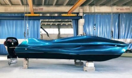На 3D-принтере напечатали уникальную лодку из стекловолокна