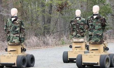 Американские пехотинцы отрабатывают навыки боя на ругающихся роботах [ВИДЕО]