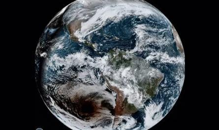 Астрономы смогли с помощью спутника запечатлеть солнечное затмение «со стороны»