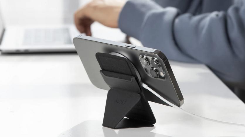 Для новых iPhone выпущен универсальный магнитный кошелёк-подставка