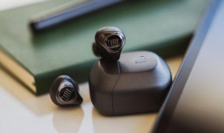 JBL Club Pro+ TWS с активным шумоподавлением и 8 часами работы дебютировали в России