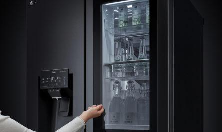 LG анонсировала холодильники с бесконтактными дверцами и функцией дезинфекции