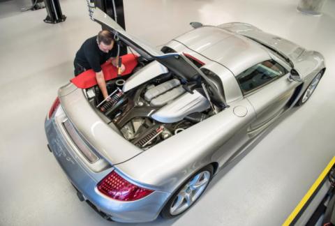 Сотрудники Porsche собрали и разобрали один автомобиль почти сотню раз