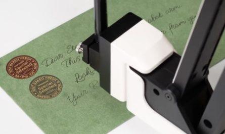 Уникальный робот умеет писать, печатать объекты и переносить их