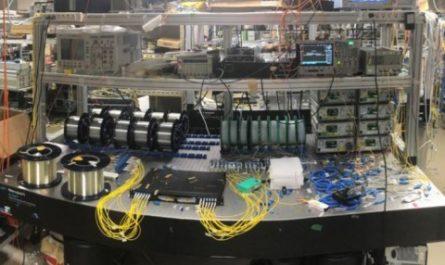 Исследователи поставили рекорд передачи данных по оптоволокну