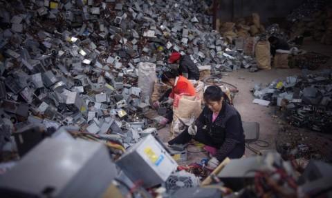Эксперты подсчитали стоимость выбрасываемых на свалку телефонов