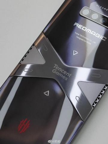Nubia Red Magic 6 с необычным дизайном показали на реальном снимке