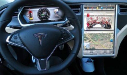 Tesla отзывает 135 000 электрокаров. На этот раз проблема не в кузове