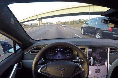 Автопилот Tesla подверг жизнь водителя опасности [ВИДЕО]