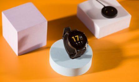 Обзор realme Watch S: минимум наворотов, максимум автономности