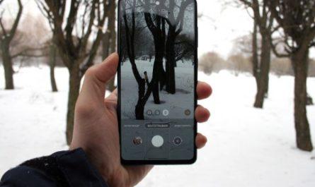 Первый взгляд на Samsung Galaxy A72: большой экран и влагозащита