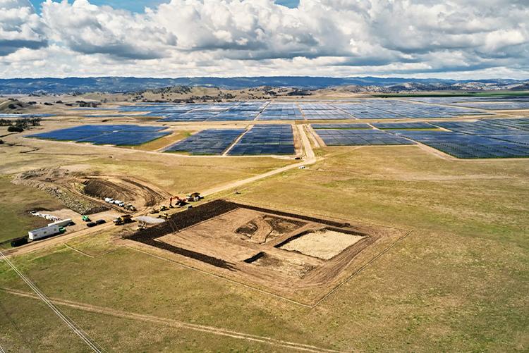Apple применит аккумуляторную систему Tesla Megapack для накопления энергии, вырабатываемой солнечной фермой